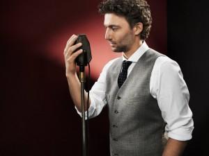 jonas-kaufmann-microphone